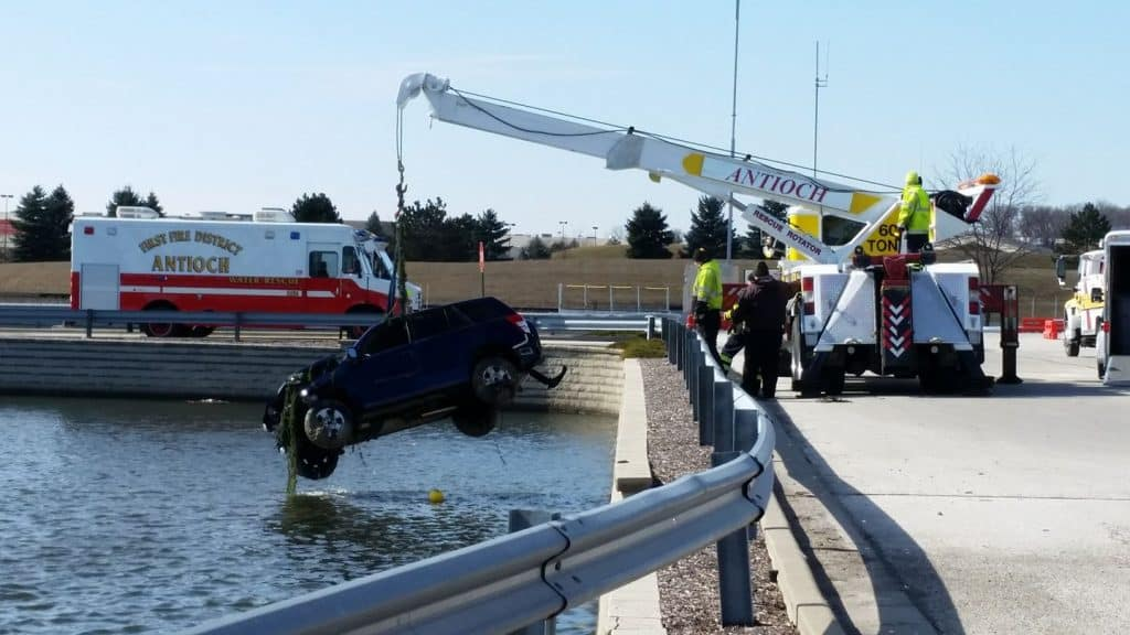 Man crashes vehicle into retention pond in Round Lake Beach