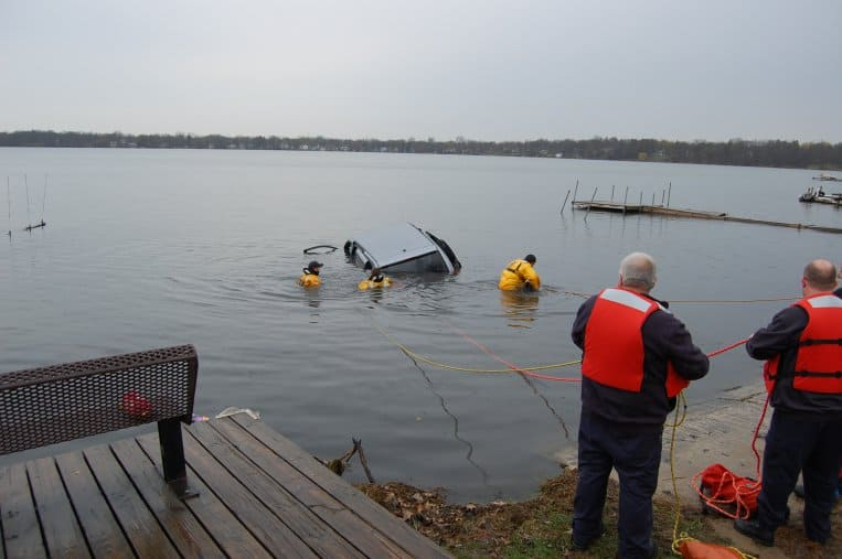 Driver hospitalized after van plunges into Round Lake
