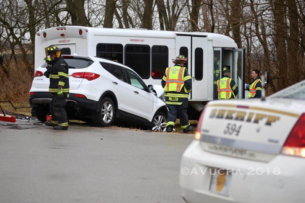 8 people injured after crash involving bus and SUV in Woodstock