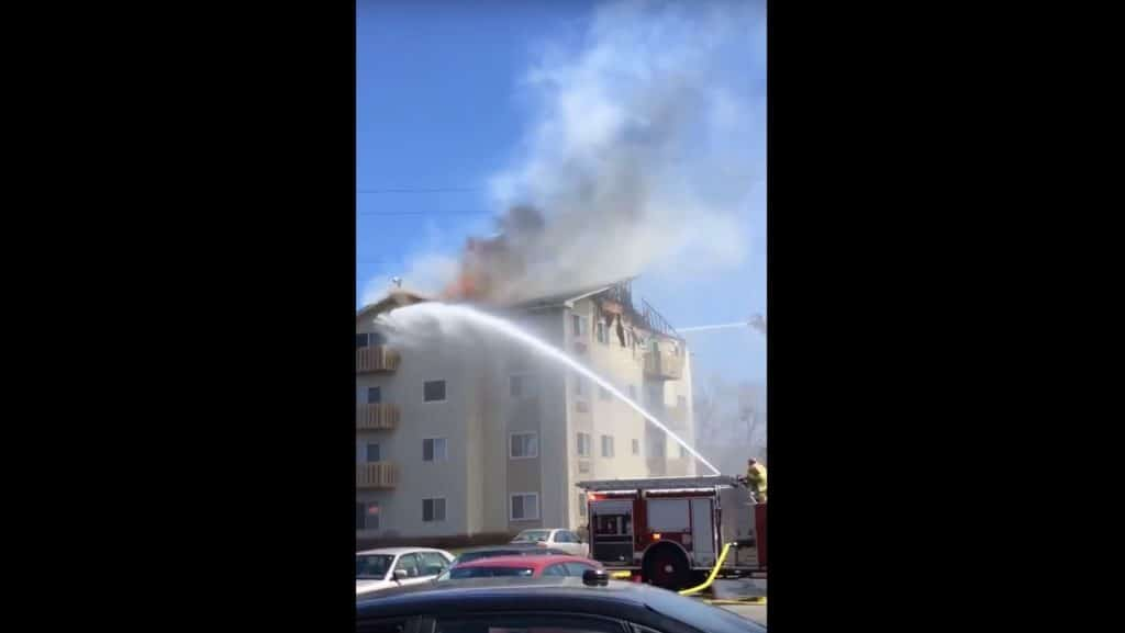 3-alarm fire rips through Waukegan apartment building; displaces 100 people