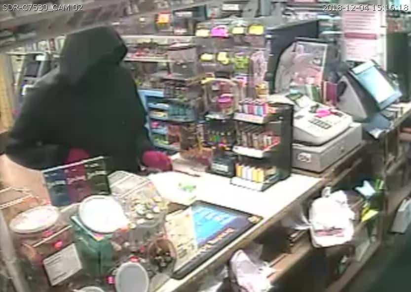 Man armed with large knife tries to rob Beach Park store