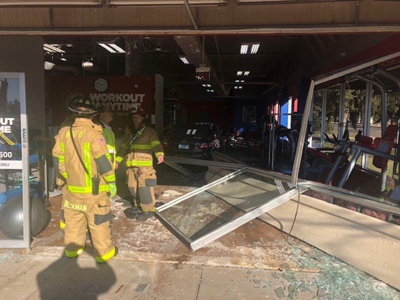 Driver injured after crashing into gym in Buffalo Grove