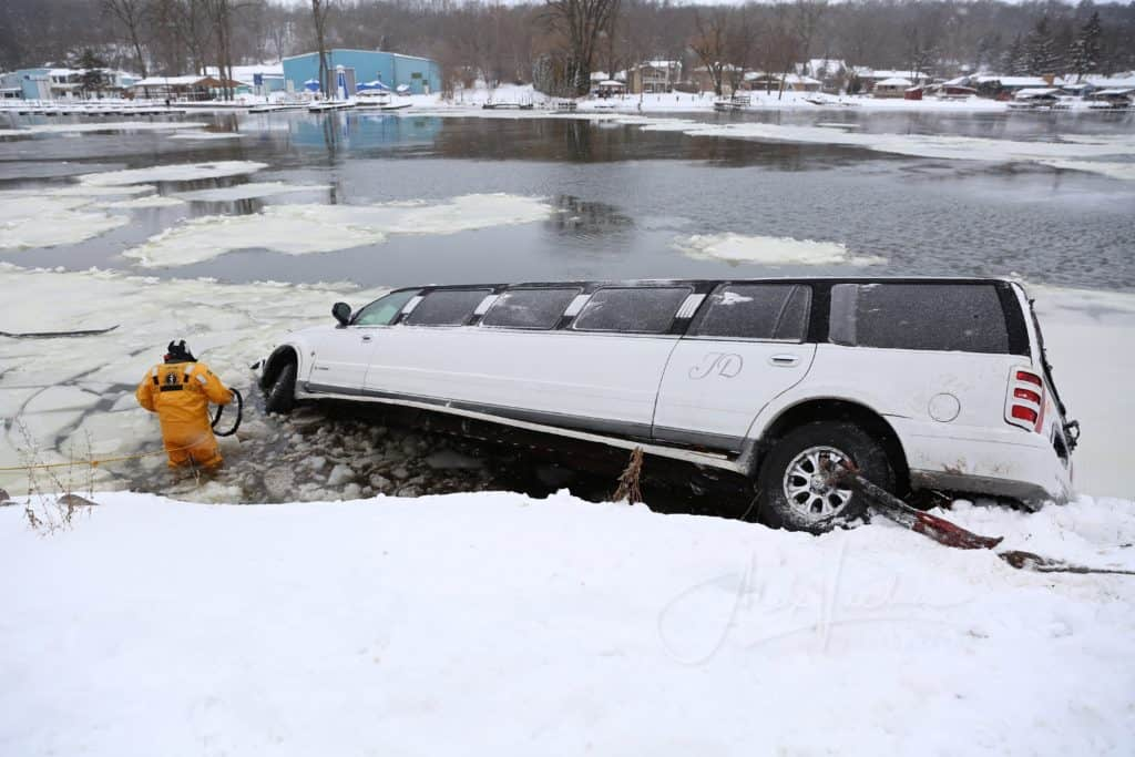 Stretch limousine drives into Fox River near Algonquin