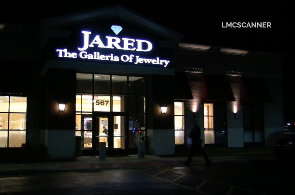 Diamonds stolen during smash-and-grab jewelry store robbery in Vernon Hills