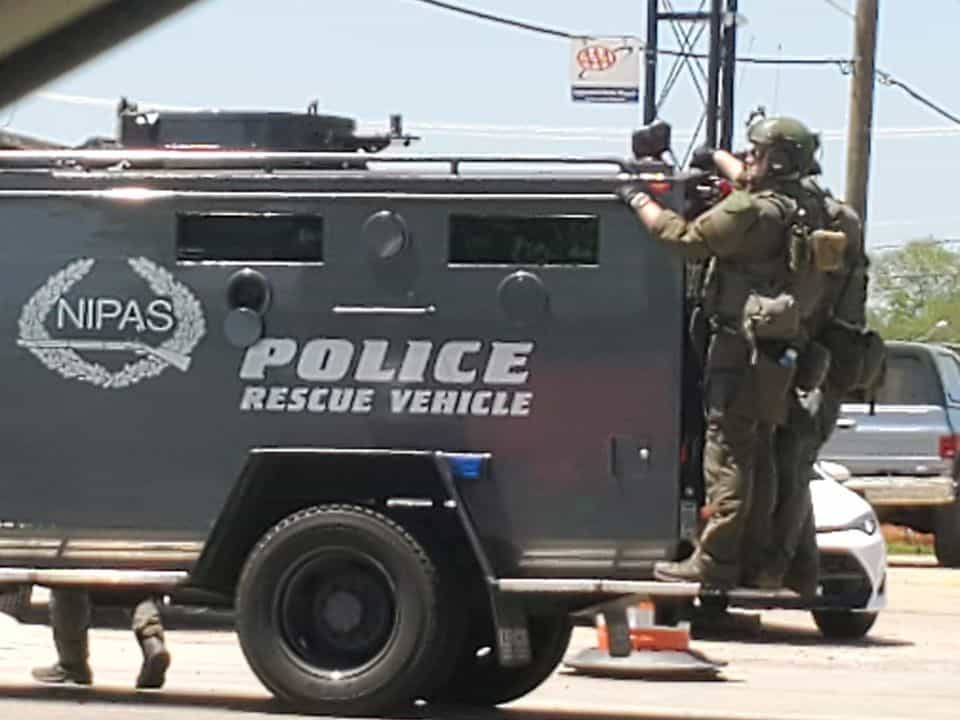 Man surrenders to SWAT team after barricade situation inside Gurnee hotel