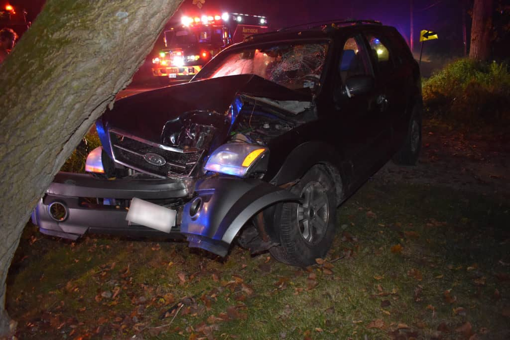 Driver flees after crashing car into tree, seriously injuring passenger near Antioch