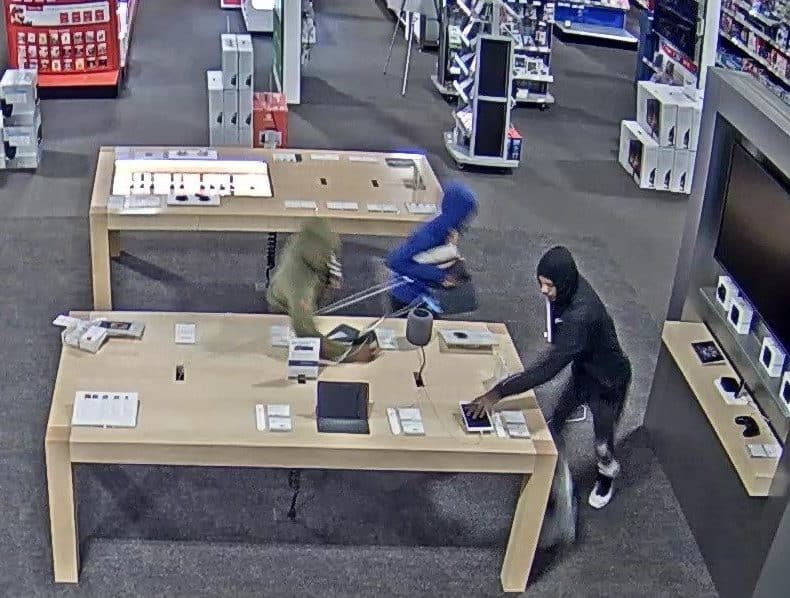 Apple products stolen in smash-and-grab burglary at Best Buy in Gurnee