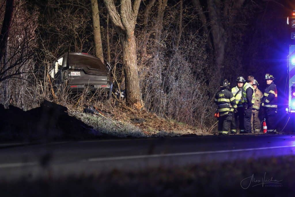 Man dies after SUV crashes into tree in Oakwood Hills