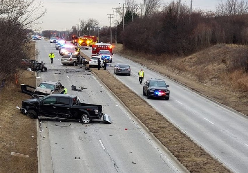 3 victims in stable condition after six-vehicle crash in Libertyville, police say