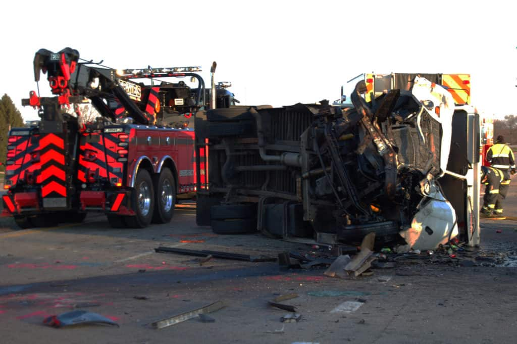 2 killed, 1 seriously injured after wrong-way crash in Wauconda