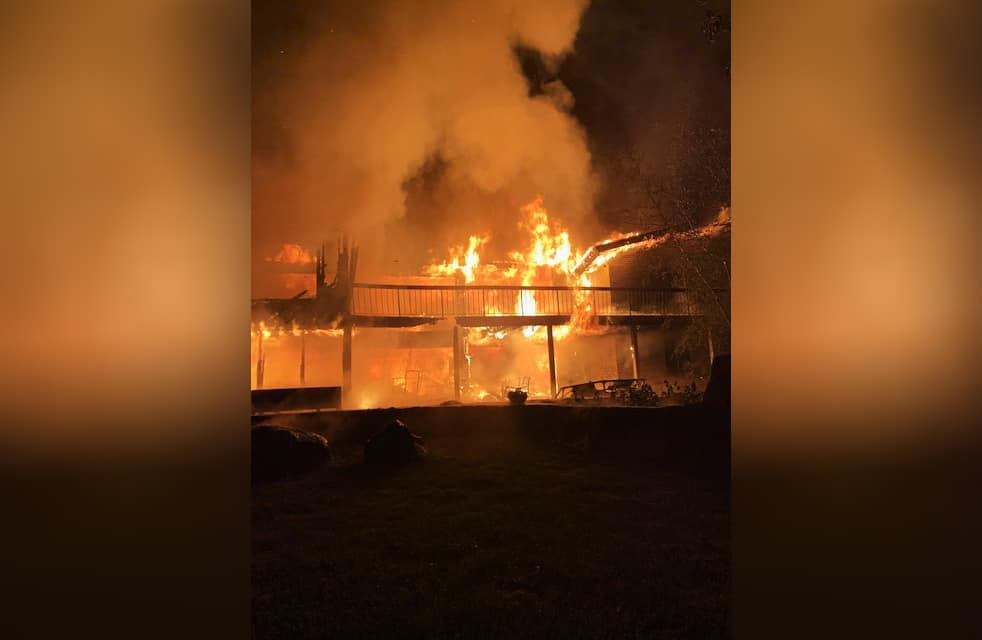 Fire destroys large house in Barrington Hills