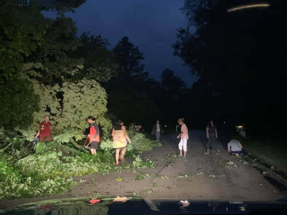 'Community comes together': Libertyville residents help clear road after storm