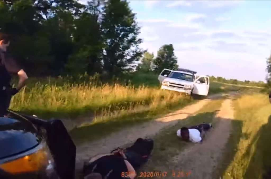 Video appears to show McHenry County sheriff's deputy put woman in chokehold during arrest in Woodstock