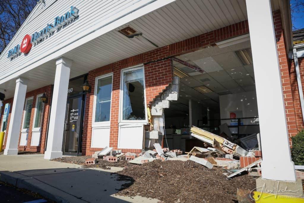 No injuries after car drives into Fox River Grove bank