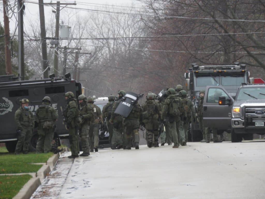 SWAT team responds after man threatens family member with knife inside Libertyville home
