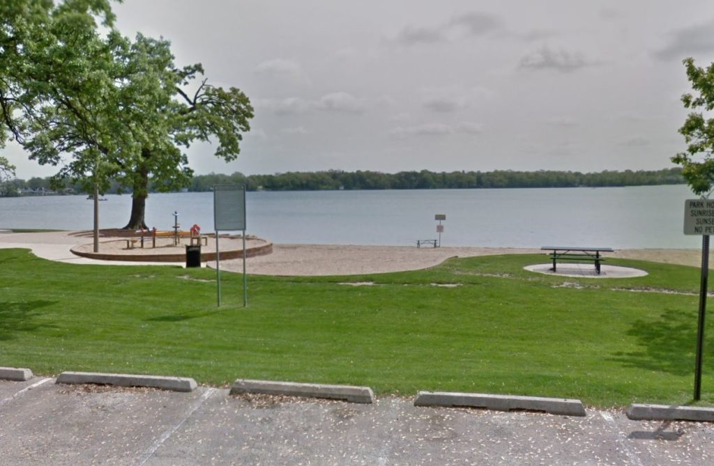 Man dies after being rescued from Round Lake near Round Lake Beach